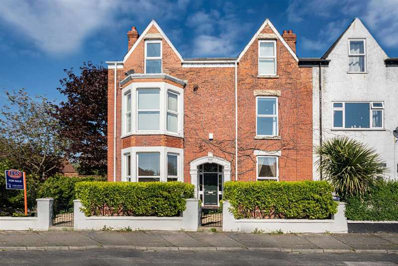 6 Bedrooms End Of Terrace House for sale in Wilton Road, Hornsea