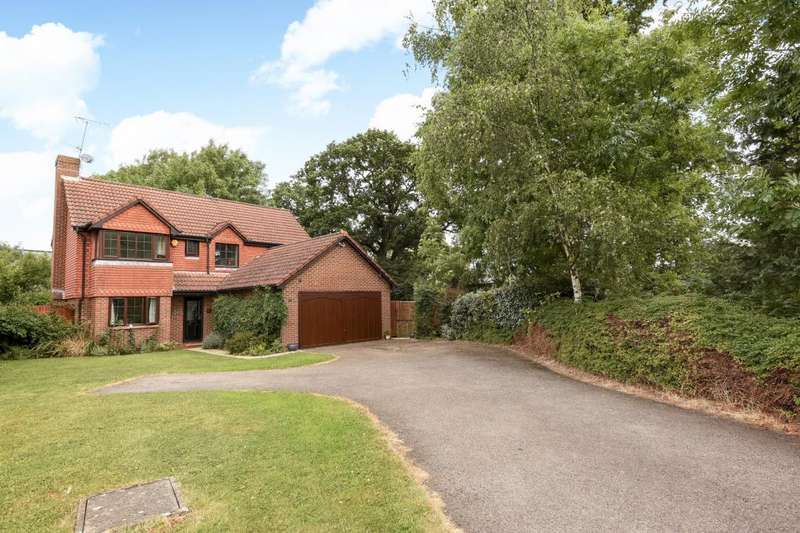 4 Bedrooms Detached House for rent in Woodward Close, Winnersh, RG41