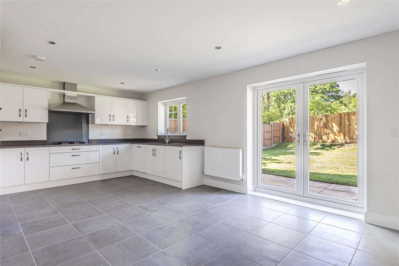 4 Bedrooms Detached House for sale in Oakridge, Eastern Road, Bracknell, Berkshire, RG12