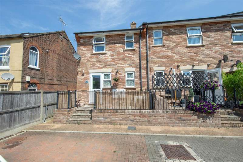 2 Bedrooms End Of Terrace House for sale in Hudson Court, Victoria Street, Dunstable