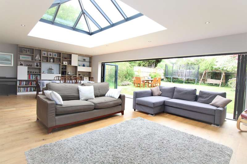4 Bedrooms Detached House for sale in Langley Way, Marlow