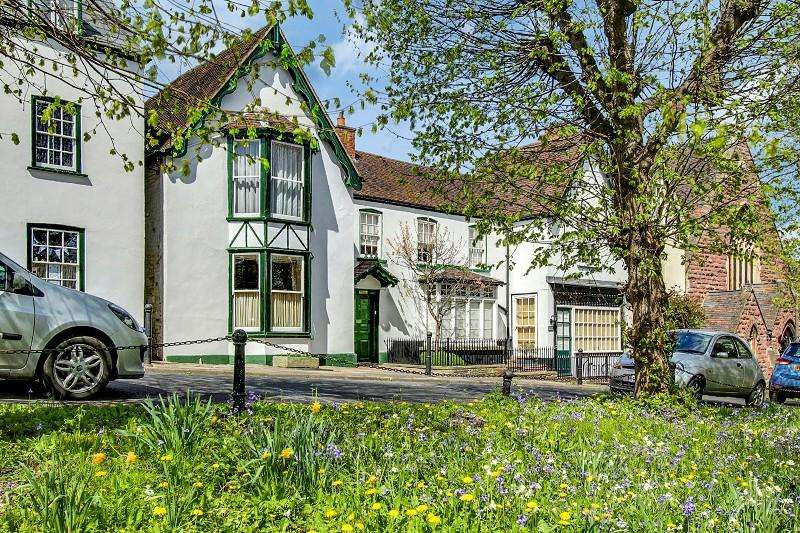 5 Bedrooms Semi Detached House for sale in High Street, Newnham, Gloucestershire. GL14 1BU