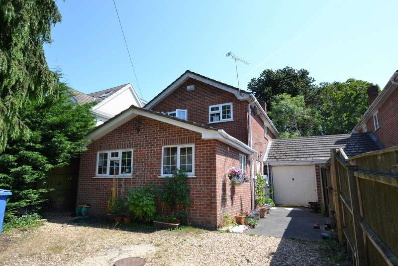 4 Bedrooms Detached House for sale in Broadstone