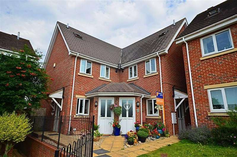 2 Bedrooms Maisonette Flat for sale in Alms Close, Churchdown
