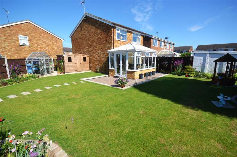3 Bedrooms Detached House for sale in High Ash Close, Linford
