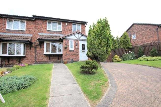 3 Bedrooms Property for sale in Farrington Close, Blackburn, Lancashire, BB2 4PU
