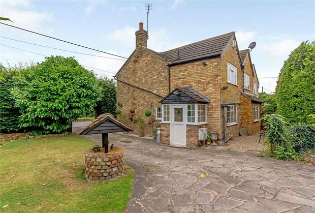 3 Bedrooms Semi Detached House for sale in The Rye, Eaton Bray, Dunstable, Bedfordshire