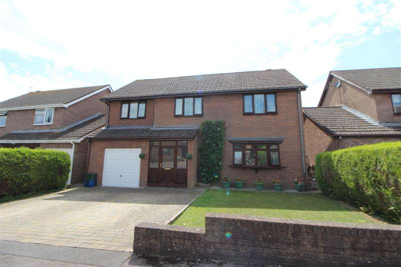 5 Bedrooms Detached House for sale in Castle Gardens, Caldicot