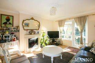 2 Bedrooms Flat for sale in Silk Close, London