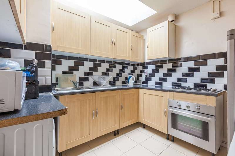 2 Bedrooms Maisonette Flat for sale in Yeoman Close, West Norwood, SE27