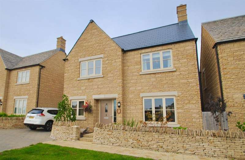 4 Bedrooms Detached House for sale in Swinford Close, Cirencester