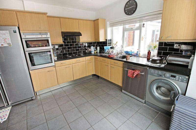 3 Bedrooms Detached House for rent in Grasmere Road, Luton