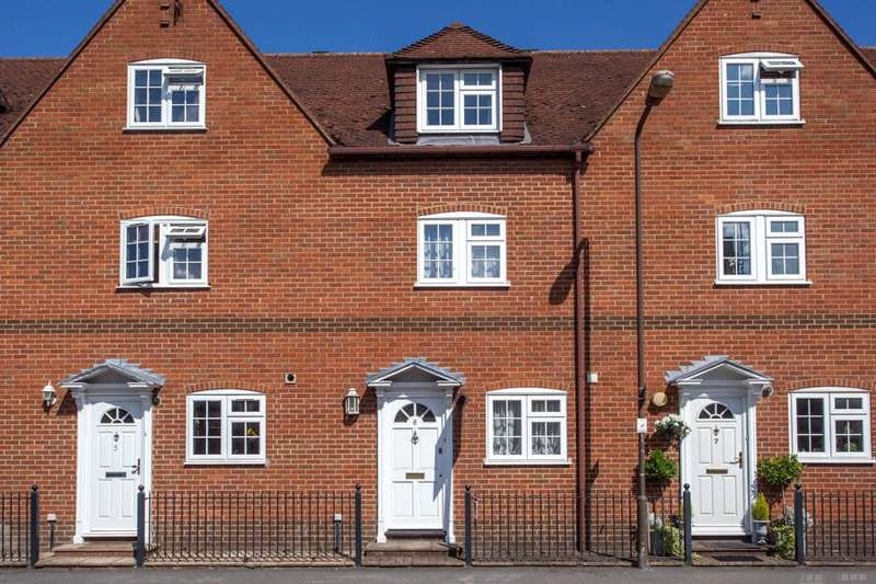 3 Bedrooms Terraced House for sale in Monkswood Court, Station Road, Marlow, Buckinghamshire, SL7
