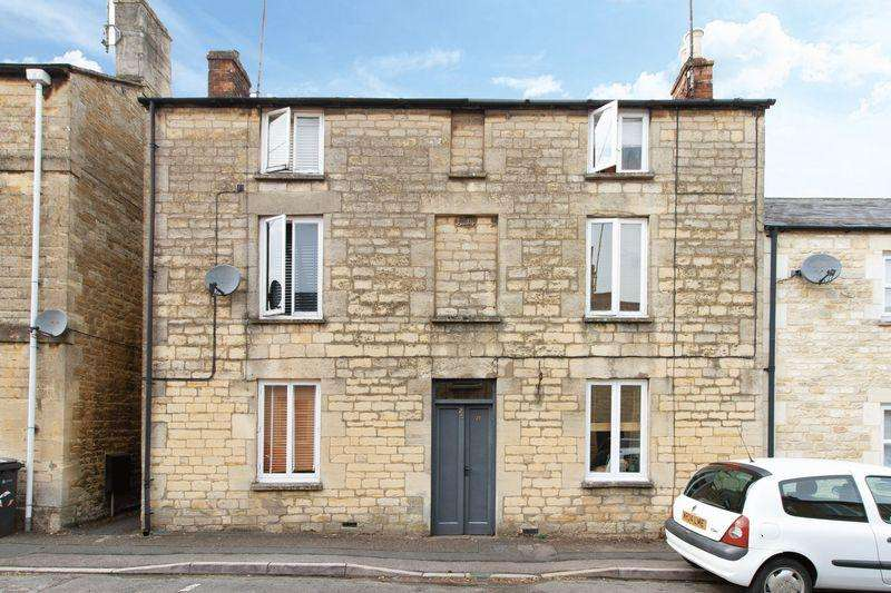 3 Bedrooms End Of Terrace House for sale in Church Street - Cirencester - GL7
