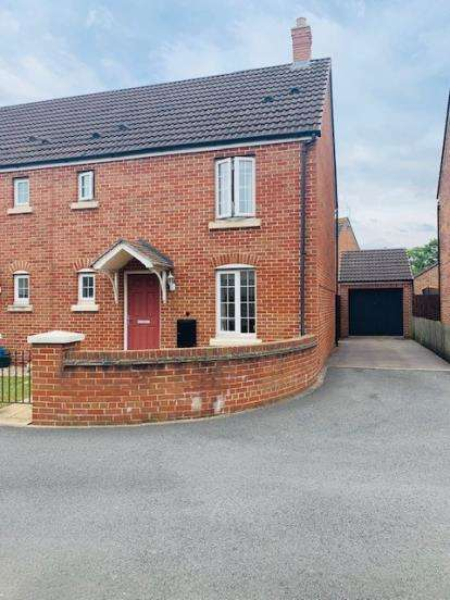 3 Bedrooms Semi Detached House for sale in Coltishall Close, Quedgeley, Gloucester, Gloucestershire