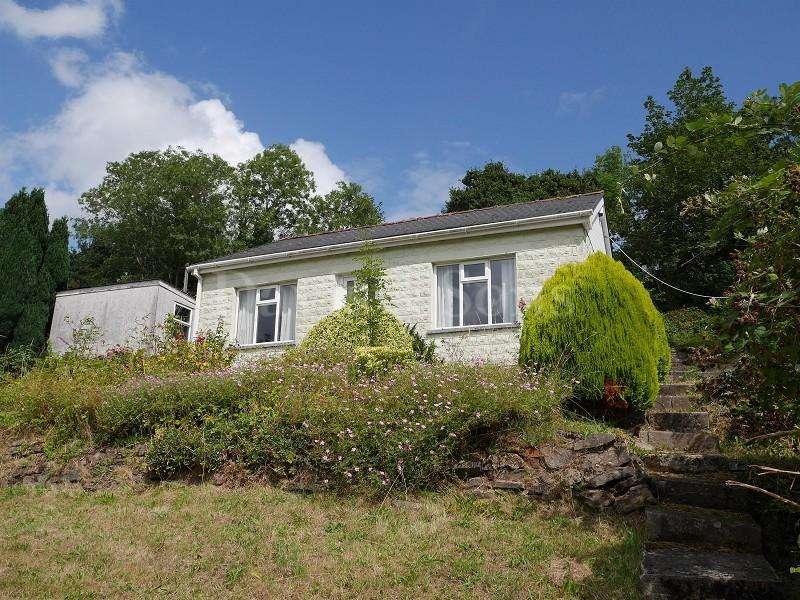 2 Bedrooms Bungalow for sale in Brynhyfryd Terrace, Risca, Newport. NP11 6FJ