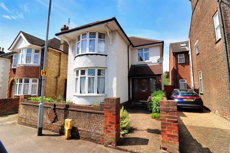 3 Bedrooms Detached House for sale in Great Northern Road, Dunstable
