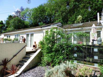3 Bedrooms Bungalow for sale in Hollinwood Road, Disley, Stockport, Cheshire