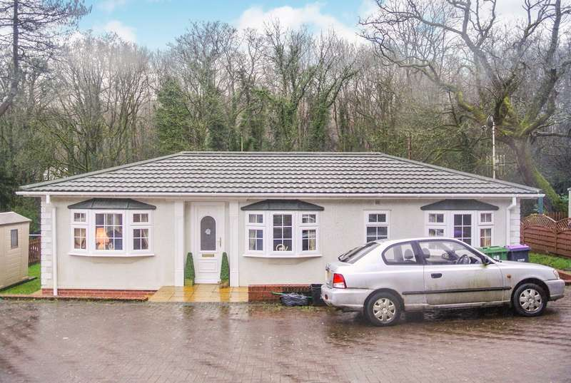 2 Bedrooms Park Home Mobile Home for sale in Woodlands Park, Pontypool, NP4