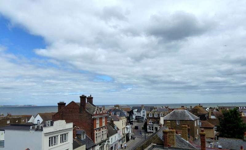 2 Bedrooms Flat for rent in Westbay Court, Whitstable