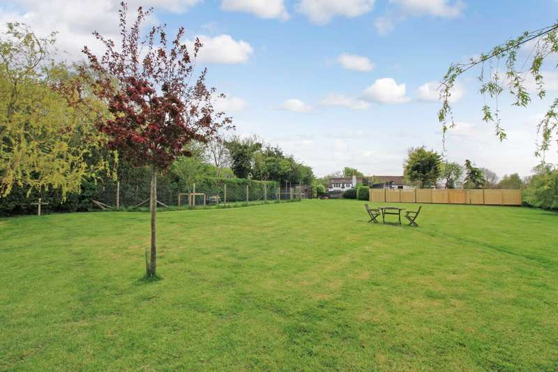4 Bedrooms Semi Detached House for sale in Peddars Lane, Stanbridge
