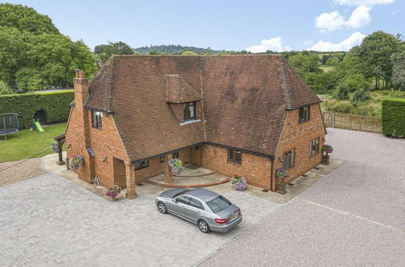 4 Bedrooms Detached House for sale in Chertsey Lane, Staines-Upon-Thames, TW18
