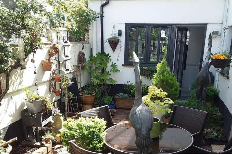 2 Bedrooms Semi Detached House for sale in Pittville, Cheltenham