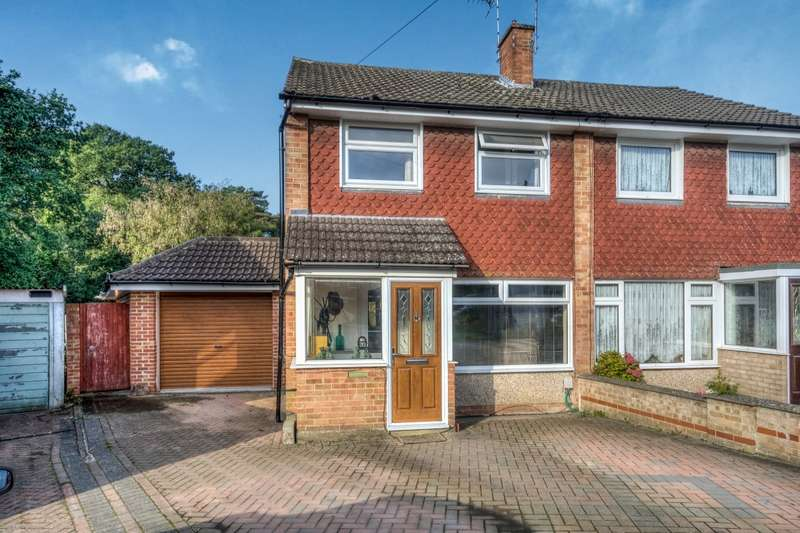 3 Bedrooms Semi Detached House for sale in Woodthorpe Gardens, Sarisbury Green, Southampton, SO31