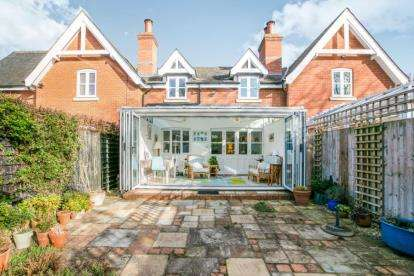 3 Bedrooms Terraced House for sale in Merchant Taylors Close, Ashwell, Baldock, Hertfordshire