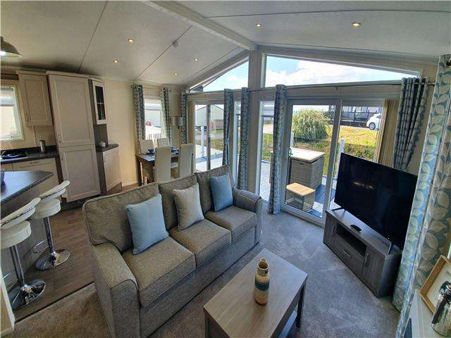 2 Bedrooms Lodge Character Property for sale in Carmarthen Bay Holiday Park, Kidwelly, Carmarthenshire