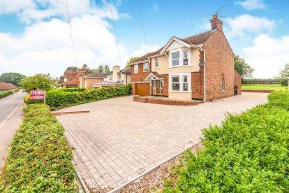 4 Bedrooms Detached House for sale in High Street, Oakley, Bedford, Bedfordshire