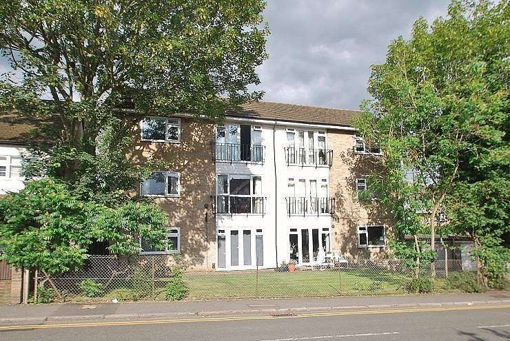 2 Bedrooms Flat for sale in One Tree Place, Station Road, Amersham, HP6