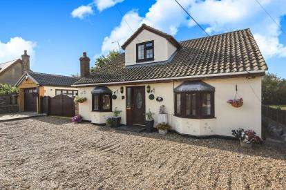 4 Bedrooms Bungalow for sale in Pitsea, Basildon, Essex