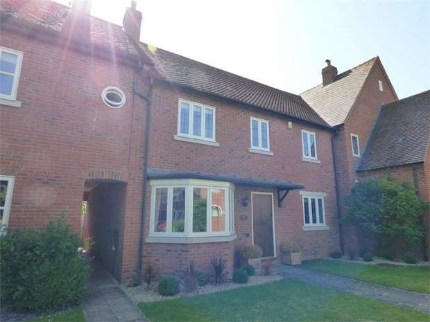 4 Bedrooms Terraced House for sale in Oldborough Drive, Loxley, Warwick