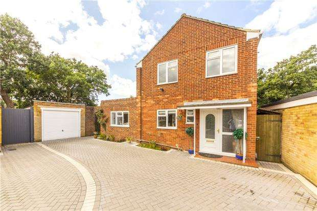 4 Bedrooms Detached House for sale in Middleton Gardens, Farnborough, Hampshire