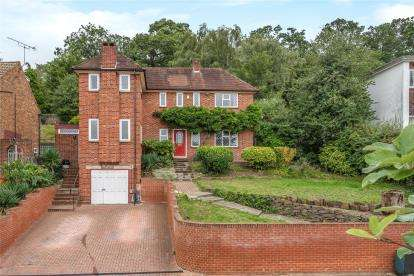 3 Bedrooms Detached House for sale in Madeira Avenue, Bromley