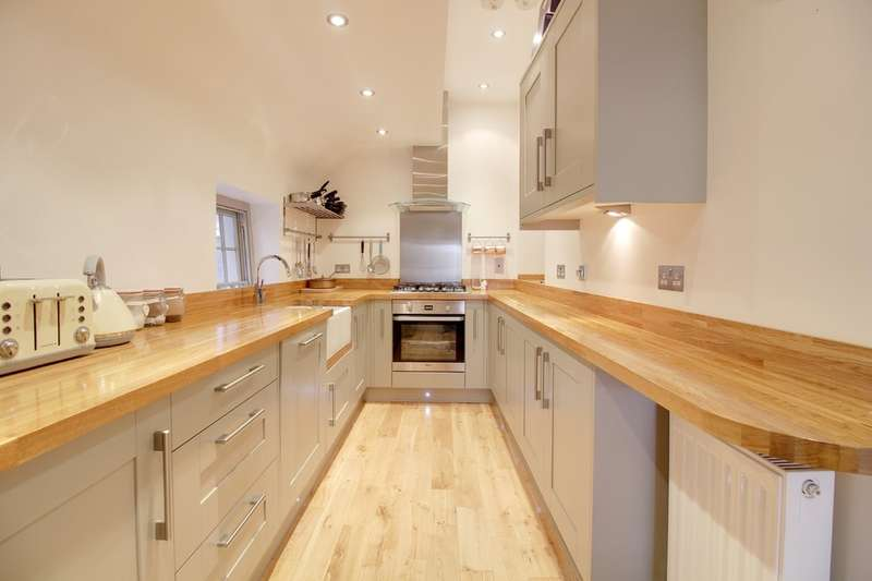 2 Bedrooms Flat for sale in Market Place, Hertford