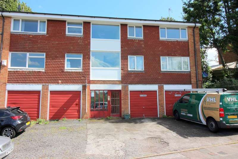 2 Bedrooms Flat for sale in Fermore Crescent, Luton, Bedfordshire, LU2 9LN