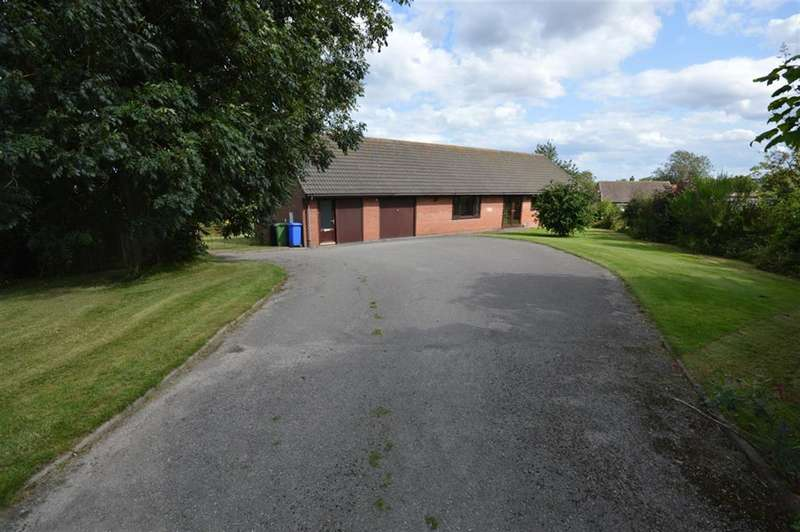 3 Bedrooms Detached Bungalow for sale in Muston Road, Hunmanby, Filey, YO14 0JY