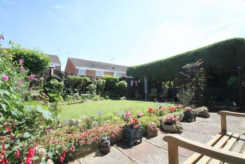 4 Bedrooms Detached House for sale in The Hopyard, Northway, Tewkesbury