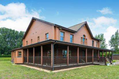 5 Bedrooms Detached House for sale in Cowles Drove, Hockwold, Thetford