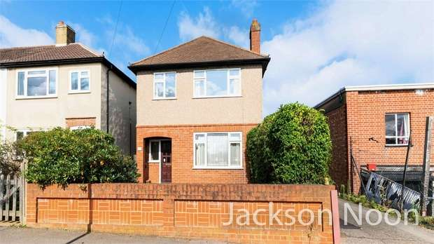 4 Bedrooms Detached House for sale in Roebuck Road, Chessington