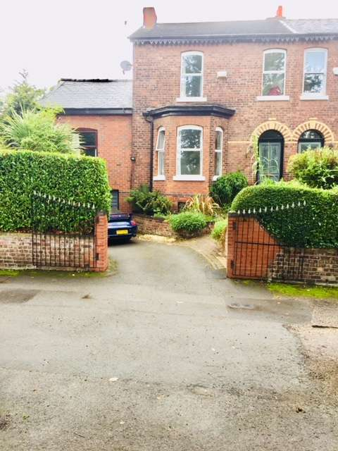 4 Bedrooms Semi Detached House for sale in Leegate Rd Heaton Moor, Stockport, SK4