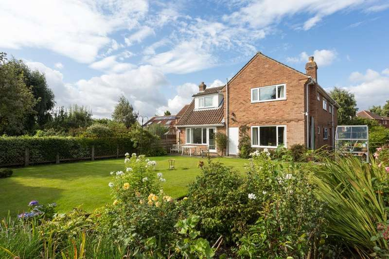 5 Bedrooms Detached House for sale in York Road, Haxby, York, YO32