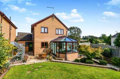 4 Bedrooms Detached House for sale in Greythwaite Court, Lancaster, Lancashire, LA1