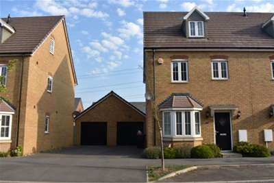 4 Bedrooms House for rent in Theedway