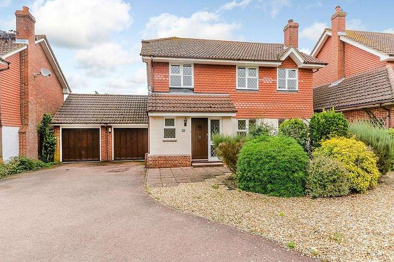 4 Bedrooms Detached House for sale in Wilson Drive, Ottershaw, KT16
