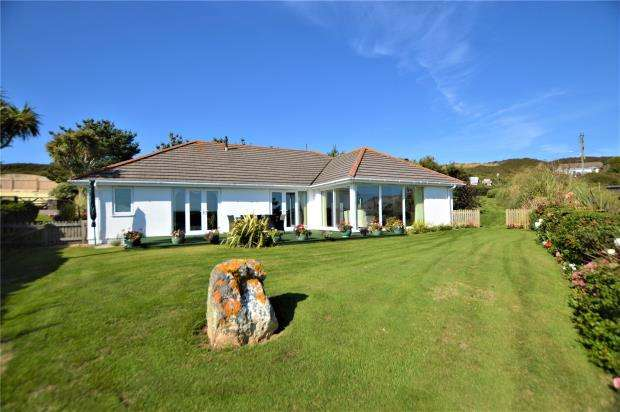 3 Bedrooms Detached Bungalow for sale in Gwel-an-Mor, Mawgan Porth, Newquay, Cornwall