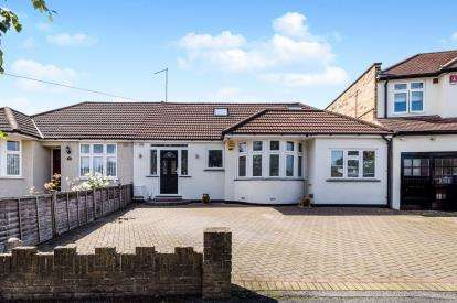 4 Bedrooms Bungalow for sale in London
