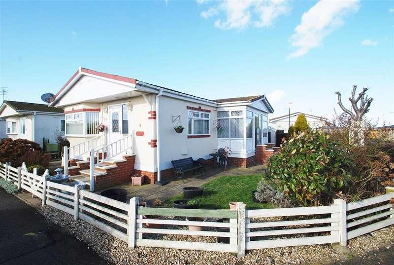 2 Bedrooms Bungalow for sale in Sunnyside Park, Sea Lane, Ingoldmells, PE25